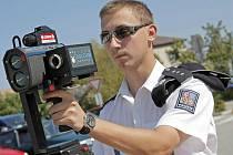 Jedině radar, ať už v rukou městské nebo republikové policie může aspoň trochu zkrotit neukázněné řidiče. Například v Chotěboři se nedávno tamní úředníci a strážníci přesvědčili, jak řidiči dodržují dopravní předpisy. Ilustrační foto