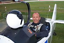 Své akrobatické kousky ukáže příští víkend divákům i zkušený pilot Jan Adamec z Chotěboře. Bude soutěžit o titul mistra republiky.