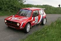 Posádka Zdeněk Němec a Tomáš Dostál (na snímku) obhajují triumf z loňského ročníku Rallye Posázaví. Letos ale vyměnili Volswagen Golf I za specifikaci golfu EWO 2 KIT.