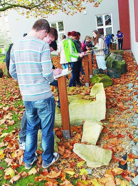 Geopark. S geologií se mohou studenti seznámit také přímo na půdě chotěbořského gymnázia.