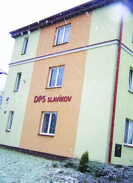 Dům s pečovatelskou službou vznikl na místě bývalé školy.