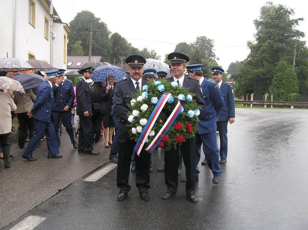 Oslavy výročí založení SDH Dobrá zahájil průvod obcí.