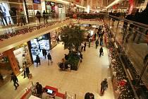 Předvánoční nákupní horečka s sebou každoročně přináší také větší počet okradených lidí. Ilustrační foto.