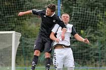 Těžká šichta ještě v letošní sezoně čeká na fotbalisty brodského Slovanu (v černém), aby splnili cíl, jímž je záchrana v soutěži. Do konce podzimu by z pěti zápasu měli ještě nasbírat osm bodů.