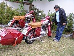 Návštěvníci oslav v Libici si mohli prohlédnout i výstavu historických motocyklů.