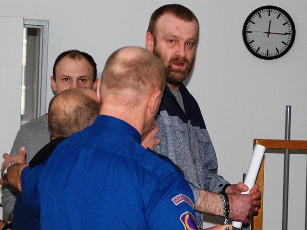 Před soudem v úterý vypovídal Radim Nosek (na snímku vpravo), který byl hlavou organizované pětičlenné zlodějské skupiny.