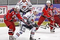 Útočník Martin Zábranský (vlevo) příští sezonu za prvoligové havlíčkobrodské Rebely hrát nebude.