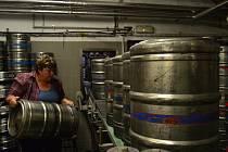 Malé pivovary zažívají boom. Na jejich nástup však hospody nedokáží reagovat a na čepu stále nabízí stejná piva.