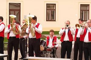 K poslechu zahraje seniorům v Lípě kapela Božejáci.