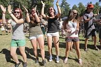 Zábava. Ve Světlé nad Sázavou to od včerejška žije. Tisíce mladých lidí sem přijely na tradiční Sázavafest. Ten nabídne během čtyř dnů koncerty 140 kapel a spoustu dalších doprovodných aktivit.