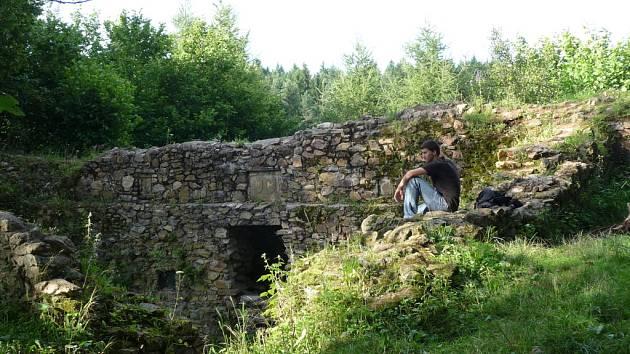 Ronovec kdysi býval zcela určitě pevným a monumentálním hradem.