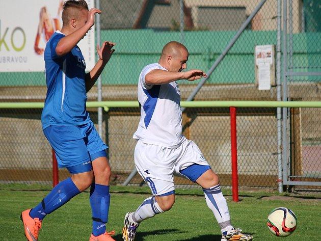 Prohru si v domácím prostředí připsali fotbalisté rezervy ždíreckého Tatranu (u míče Tomáš Máša) s Lípou.