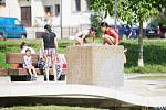 Děti na Smetanově náměstí v Havlíčkově Brodě si užívají horké dny.