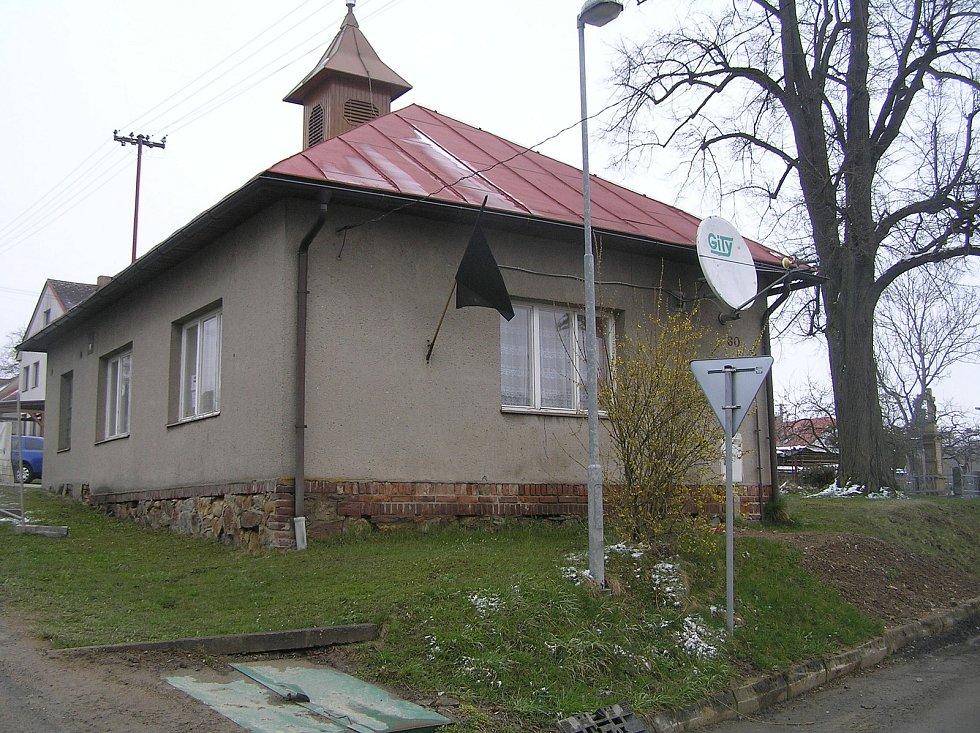 Modlíkov nemá ani dvě stovky obyvatel, ale není to vesnice, kde se zastavil čas.