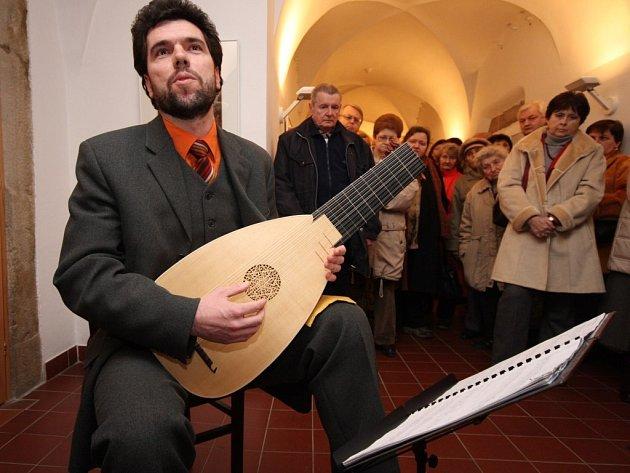 Poprvé rozezvučel na veřejnosti Jindřich Macek 19 strun nové loutny postavené podle vzoru stejného nástroje z Boloně z roku 1550.