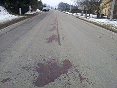 Krvavá skvrna na silnici v Habreku.
