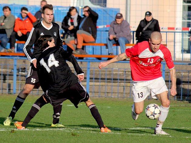 Tři důležité body pro brodský Slovan vystřelil v Mutěnicích Jiří Míča (vlevo).