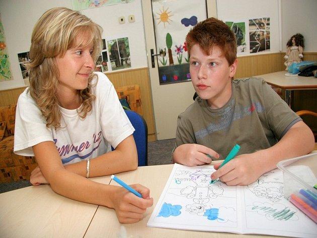 Asistenti v akci. Děti s handicapem se při vyučování bez pomoci neobejdou. V jihlavské Základní škole speciální se jim dostává odborné péče.
