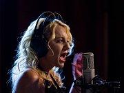 Hlavou mi zníš. To je název nového alba havlíčkobrodské zpěvačky Ivy Kletečkové.