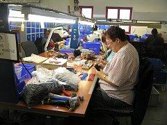 Firma. Elcatec má v současné době dvaatřicet odběratelů z Německa, Francie a Anglie. Zaměstnává dvě stě padesát lidí.