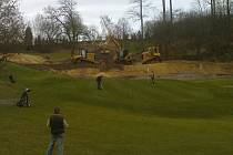 Těžké stroje firmy HB Golf na jednom z největších hřišť v Belgii.