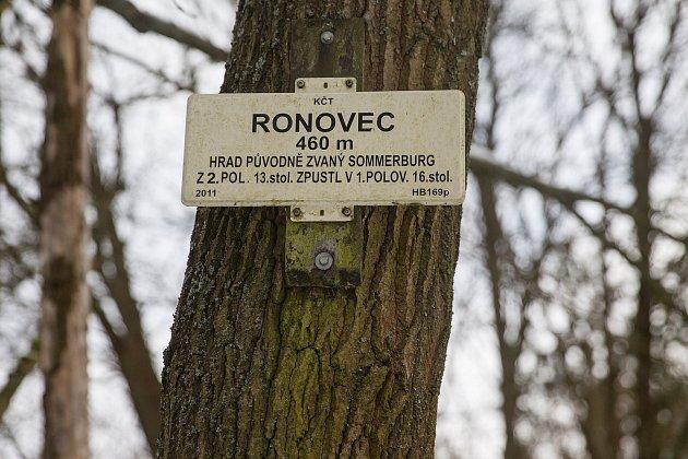 Uzříceniny hradu Ronovec.