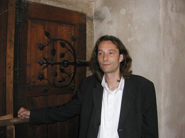 Vstupte. Písničkář Michal Slavík zve na další benefiční koncerty ve prospěch kostela, které se tu několikrát měsíčně konají už od dubna.