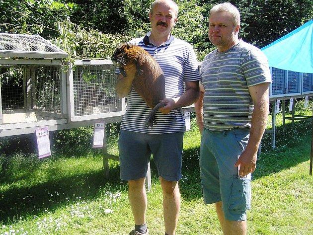 Jan Neubauer a Pavel Sikora (vpravo) patří mezi chovateli nutrií k nejlepším.