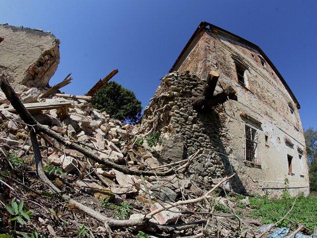 Ruina smilovského zámku.