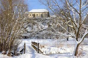 Dynastie Clam-Gallasů významnou dobu vlastnila přibyslavský zámek postavený Zachariášem z Hradce.