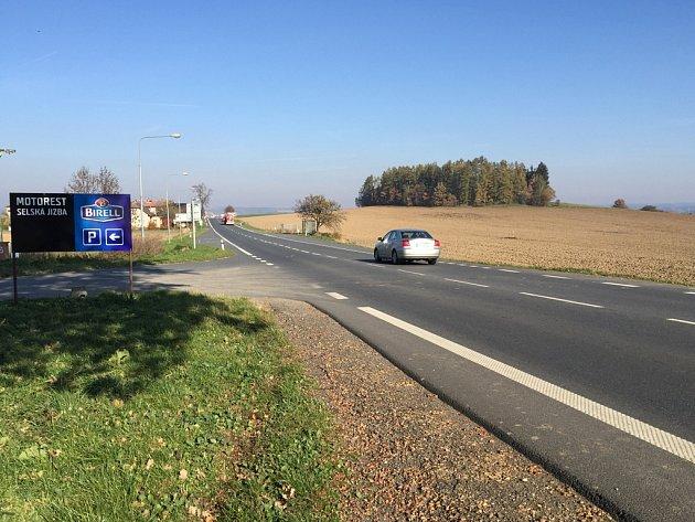 Nová silnice obkrouží Havlíčkův Brod z jihu a východu. Začínat by měla někde v těchto místech (vpravo) na fotografii. Obchvat spojí výpadovky na Jihlavu, dálnici D1 a na Hradec Králové.