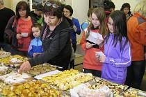 Výtvory amatérských kuchtíků ze Svatého Kříže  mohly od minuty konkurovat zkušeným  profesionálům. Porota měla těžkou práci.