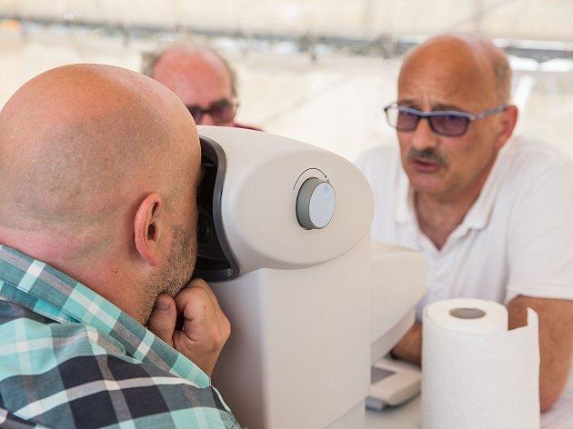 V Havlíčkově Brodě pomáhali řidičům odhalit vady zraku.