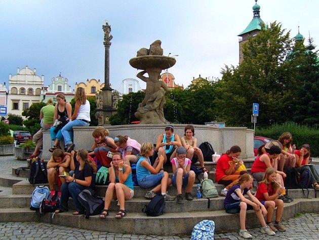 Podle pověsti byla kašna na brodském náměstí postavena za trest nepoctivým pekařem Koudelou.