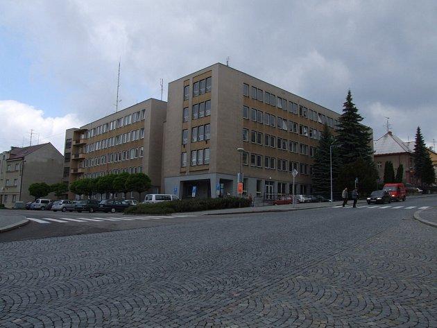Do budovy Okresního soudu v Havlíčkově Brodě se obviněný nedostavil.