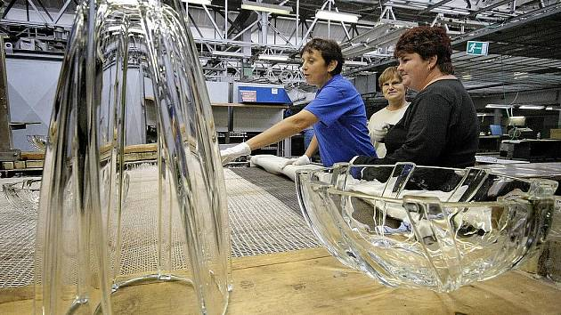 Sklárna ve Světlé nad Sázavou postupně zvyšuje nejen produkci výroby, ale také počet zaměstnanců. Prognóza vedení podniku hovoří v souvislosti s rokem 2012 až o 550 zaměstnancích.