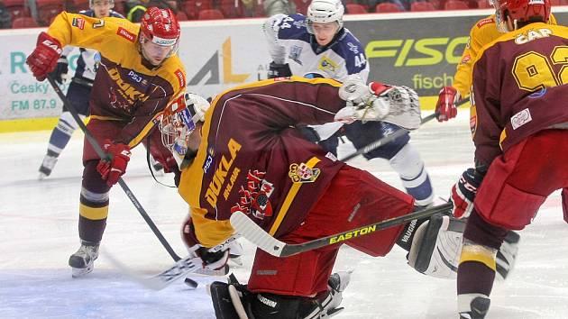 Kladenští hokejisté naznačili na jihlavském ledě zlepšení a brankář Lukáš Sáblík se měl po celé utkání co ohánět. Přesto ale dvakrát inkasoval a Dukla svému soupeři podlehla.