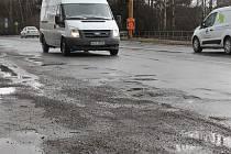 Silnice v důsledku mrazů a vydatných sněhových srážek utrpěly na kvalitě, a to se týká i stavu komunikací přímo ve městech.