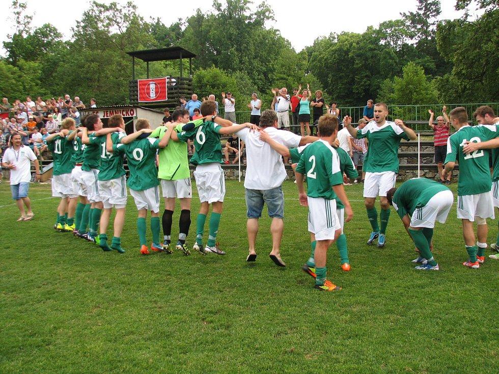 Po vítězném utkání v Jemnici mohly naplno propuknout oslavy.