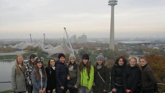 Deset studentek borovské základní školy minulý týden absolvovalo jazykový pobyt v Mnichově. Na jazykové škole je vyučoval rodilý mluvčí.