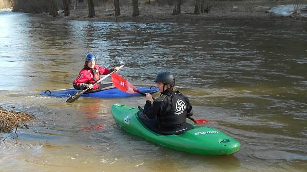 V sobotu 3. března se nedočkaví vodáci vydali na Sázavu.