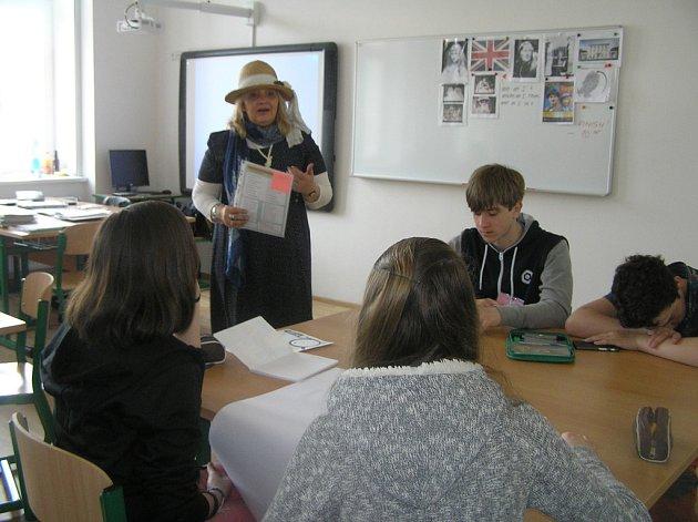 Do života slavné spisovatelky Agáty Christie dala žákům přibyslavské školy nahlédnout lektorka Ivana Naegele.