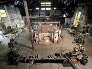 Sklářská Huť Jakub v Tasicích na Ledečsku slaví 220 let od svého založení a o víkendu pořádá bohaté oslavy. Lidé se mimo jiné mohou těšit na pět profesionálních sklářů.