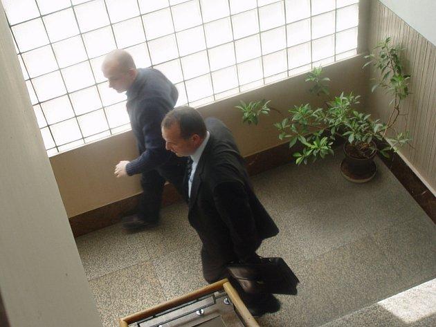 Tomáš Lacina odcházel od soudu v Pardubicích s pocitem, že musí do vězení.