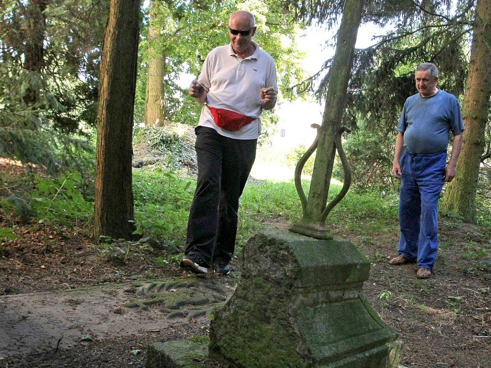 František Hanuš prozkoumal i okolí kostela sv. Václava.