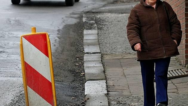 Od 11. února do června bude z důvodu úplné rekonstrukce povrchu komunikace a chodníků uzavřena ulice Bělohradská v Havlíčkově Brodě.