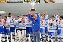 Čtyři roky. Tak dlouho čekali světelští hokejisté na celkové vítězství v Krajské hokejové lize Pardubicka. Ve finálové sérii zdolali sousední Chotěboř 3:0.