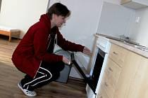 Komunitní chráněné bydlení, které je jediné svého druhu na Vysočině, v brodské ulici 5. května poskytuje domov duševně nemocným lidem. Ti zde dostávají novou životní šanci.