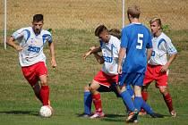Důležité body. Ty získali na svém hřišti fotbalisté Pohledu (v bílém), kteří doma porazili rezervu Polné 3:1.