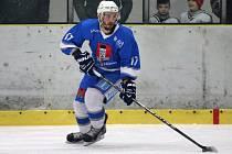 Uklidnit tým musí hrající světelský trenér Jakub Kořínek (na snímku) po prohrané přestřelce v České Třebové.